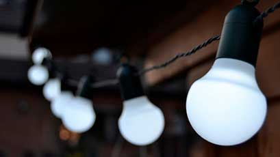 Location de matériel de sonorisation, guirlande guinguette et jeux de lumières pour tous vos événements dans le Morbihan (56), secteur de Vannes