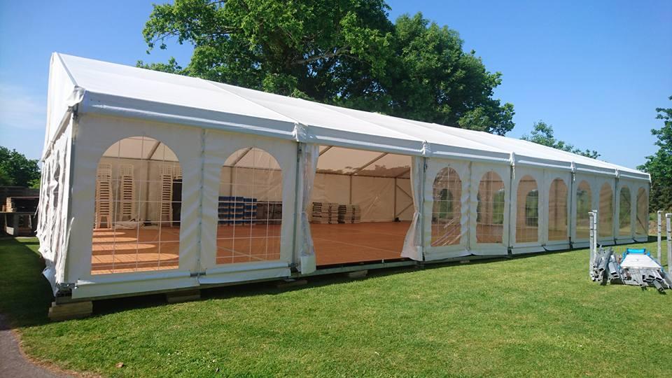 Location tente de réception avec plancher, structures pour réception type mariage, anniversaire, fête privée u professionnelle dans le Morbihan en Bretagne, Ouest Loc Réception